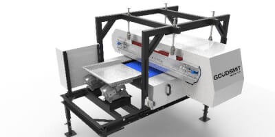 Vysokogradientní magnetický separátor kombinovaný se závěsným magnetickým separátorem.