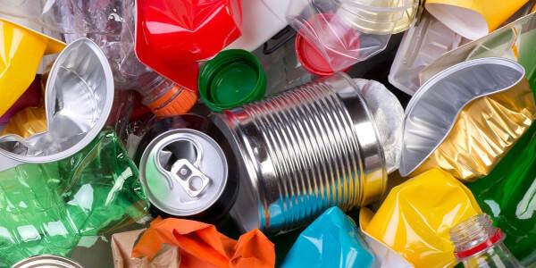 Separace kovových nápojových obalů z plastových odpadů