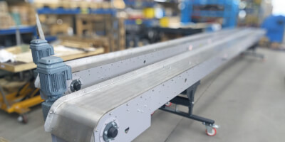 The straight magnetic conveyors are 8,900 mm with the width of 800 mm.
