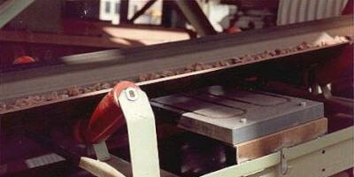 Detektor kovů s deskovou sondou