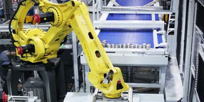 Paletizační magnet s robotem