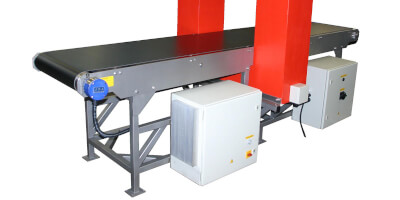 Demagnetization tunnel with belt conveyor